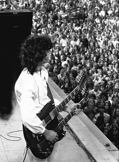 2c31ab883 jimmy page in concert The Heavy Band, Led Zeppelin Live, Greatest Rock  Bands,