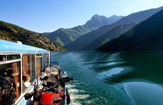 Das Boot am Koman See bringt Sie zum Start der Wanderungen in Valbona