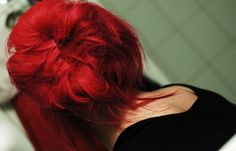 Bright red hair.... Maybe.