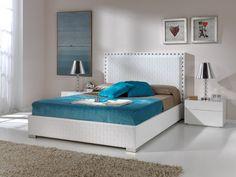 Cama Manhattan: un modelo clásico con cabecero trenzado en color blanco adaptado a los gustos contemporáneos. Diseño y confort van de la mano.   Inspírate en www.dugarhome.com  #camas #dormitorios #decoración #muebles #mobiliario #diseño #interiores #interiorismo