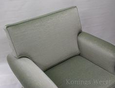 Konings Meubelstoffeerderij. Herstoffering klassieke stoel met mohair meubelstof. www.facebook.com/koningsweert www.konings-weert.nl