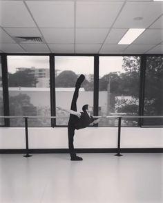 Fitness Photography Male Ballet Dancers Ideas For 2019 Male Ballet Dancers, Ballet Boys, Ballet Photography, Fitness Photography, Shall We Dance, Just Dance, Dance Flexibility Stretches, Dance Motivation, Gymnastics Videos