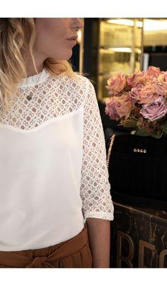 5bb3b07d31 12 meilleures images du tableau blouse dentelle blanche en 2019