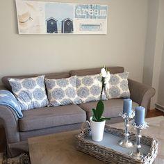 Landliv med sjel og sjarm Couch, Furniture, Home Decor, Decoration Home, Room Decor, Sofas, Home Furniture, Sofa, Interior Design