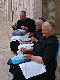 http://narodni.net/paska-cipka-bijelo-zlato/ #pag #paškačipka #čipka #tradicija…