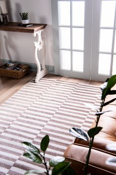 Use our Tribeca rug to style a stunning natural decor in your entryway! Modern Rugs, Modern Living, Shed Colours, Buy Rugs, Nature Decor, Contemporary Style, Primary Colors, Living Area, Home Accessories