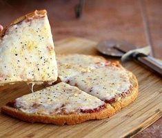 Pizza de avena No saben lo que es, la tienen que probar, te podes comer la pizza entera sin sentir la más mínima culpa, acá les dejo la receta porque no saben lo que es!! 50g de harina de avena 50g de harina de centeno 1,5g de levadura fresca 55 ml de agua Pizca de sal Una cuchara de aceite Preparación Ponemos en un bol los dos tipos de harina junto con la pizca de sal y lo mezclamos con las manos. Anadir la levadura y el agua y lo amasas con las manos hasta que quede una masa...