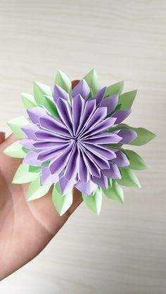 DIY Paper Flower - Diy crafts home Paper Flowers Craft, Paper Crafts Origami, Giant Paper Flowers, Flower Crafts, Diy Flowers, Diy Paper, Fabric Flowers, Paper Crafting, Paper Art