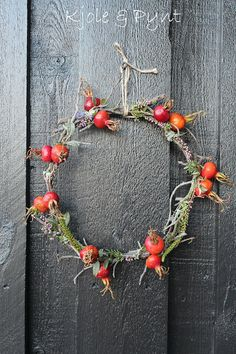 Rose hip wreath  seidenfein 's Dekoblog