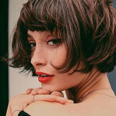 Frisuren-Trend: Der kurze Pony The short pony, also known as Micro Pony, is one of the trendiest hairstyle trends of 2018 this year. We'll tell you which face shape the short pony fits and how cool it looks Hair Day, New Hair, Your Hair, Girl Hair, Micro Pony, Hair Inspo, Hair Inspiration, French Bob, Taylor Lashae
