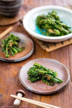 Delectable broccolini dressed a savory and nutty sesame sauce, just 15 min to prepare from start to finish. Easy Japanese Recipes, Asian Recipes, Ethnic Recipes, Easy Recipes, Japchae, Edamame, Japanese Dinner, Japanese Food, Healthy Vegetable Recipes
