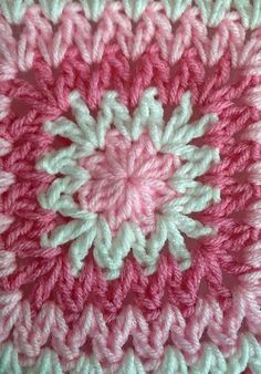 Tw-In Stitches: Wobbly Squares Blanket - Free Pattern ~k8~* ༺✿ƬⱤღ  https://www.pinterest.com/teretegui/✿༻