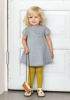 Ravelry: Minstentunika by Sandnes Design Knitting For Kids, Baby Knitting Patterns, Knit Baby Dress, Baby Pullover, Diy Couture, How To Purl Knit, Baby Sweaters, Little Girl Dresses, Kind Mode