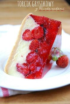torcik grysikowy z truskawkami bez pieczenia kasza marshmallows cake with strawberries without baking Polish Desserts, Polish Recipes, Cookie Desserts, No Bake Desserts, Delicious Desserts, Sweet Recipes, Cake Recipes, Dessert Recipes, Vegan Sweets