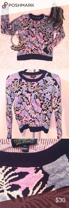 B/F SALE🛍 Topshop floral sweater Topshop floral sweater. Thick knit for extra warmth. Sits on the hips. Barely worn, like new. Topshop Sweaters Crew & Scoop Necks