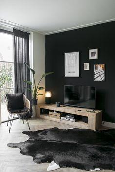 Feature Wall Living Room, Dark Living Rooms, Living Room Decor, Living Room Inspiration, Home Decor Inspiration, Black Feature Wall, Create Your House, Black Walls, Decoration