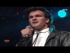 Patrick Swayze leaves the crowd STUNNED with this hit song from 'Dirty Dancing'