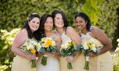 Yellow dresses and yellow flowers | Photographer: Lin and Jirsa Photography