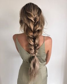 This romantic braid is simply beautiful visit for more hair inspiration . Easy Summer Hairstyles, Pretty Hairstyles, Braided Hairstyles, Hair Upstyles, Cut Her Hair, Hair Looks, Hair Trends, Hair Inspiration, Short Hair Styles