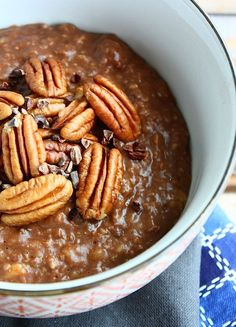 """Cinnamon Brownie"" oatmeal breakfast - Francesca Cooks - Quick breakfast: ""Cinnamon Brownie"" Quaker Oatmeal What you need for 1 breakfast – 1 bag gram - Healthy Cake Recipes, Healthy Treats, Low Carb Recipes, Sweet Recipes, Paleo Breakfast, Breakfast Recipes, Desayuno Paleo, Brownies, Healthy Cooking"