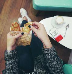 Café da manhã é a melhor refeição do dia! Me diz se não é uma delícia comer um pãozinho na chapa com cafezin? Lá no TOSTEX tem um kit desse pra alegrar sua manhã!