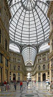 Nápoles - Galleria Umberto I. Cruce de sus dos calles.