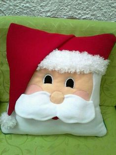 By Valentina Botero - Salvabrani Diy Christmas Decorations Easy, Christmas Projects, Felt Crafts, Holiday Crafts, Paper Crafts, Christmas Cushions, Christmas Pillow, Felt Christmas, Christmas Ornaments