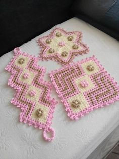 Set aside a weekend for these easy crafts to make and sell. These are the projects you need, if you want to start selling! Crochet Purses, Crochet Doilies, Crochet Stitches, Crochet Flowers, Baby Knitting Patterns, Crochet Patterns, Crafts To Make And Sell, Diy And Crafts, Crochet Table Mat
