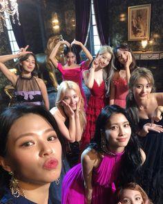 ⭐ TWICE Nayeon Jeongyeon Momo Sana Jihyo Mina Dahyun Chaeyoung Tzuyu Once OneInaMillion Kpop KoreanPop thestorybegins pagetwo signal twicetagram merryandhappy whatislove summernights BDZ yesoryes theyearofyes fancyyou andTWICE feelspecial Kpop Girl Groups, Korean Girl Groups, Kpop Girls, Bts K Pop, Signal Twice, Twice Group, Twice Album, Blackpink Twice, Nayeon Twice