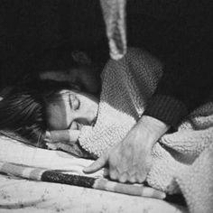 … Su aparición fue imprevista, sin ningún ruido —ni siquiera los ruidos que no se escuchan pero que son reales porque se recuerdan inmediatamente, porque a pesar de todo son más fuertes que el silencio que los acompañó...  Carlos Fuentes, del libro Aura