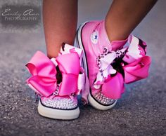 Such a great and adorable idea! Put big hair bows over shoestrings for babies and little girls! #sass #divastatus