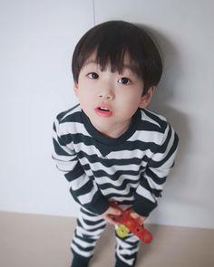 Cute Asian Babies, Korean Babies, Cute Babies, Jikook, Chinese Babies, Cute Baby Boy, Baby Baby, Cute Kids Photography, Ulzzang Kids