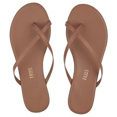 Looking for elevated, everyday women's leather sandals & flip flops? Meet the Riley by TKEES. Pretty Sandals, Cute Sandals, Open Toe Sandals, Flip Flop Sandals, Beach Sandals, Diy Leather Sandals, Cute Flip Flops, Flat Heel Boots, Boots For Short Women