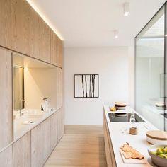 Classic Style Kitchen Furniture Timeless Furniture For Your Home Home Decor Kitchen, Kitchen Furniture, Home Kitchens, Wooden Furniture, Modern Kitchen Design, Interior Design Kitchen, Cocina Office, Oak Parquet Flooring, Bright Homes