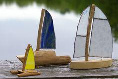 Handmade boats, driftwood and coloured glass, sailing ships, diy, Segelboote, Segelschiffe selbermachen, diy, Treibholz, Tiffanyglas, von schlueterkunstunddesign.com
