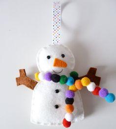 Felt snowman and pompom snowman. Easy kids Christmas craft.