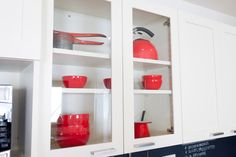 Glass-front shelving helps break up long rows of solid cabinetry. #CousinsUndercover
