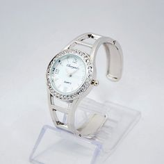 CYD CHAOYADA 2016 New brand fashion Women dress watches Casual Style Bangle Elegant. Item Type: Quartz WristwatchesCase Material: Stainless SteelBrand Name: CYD CHAOYADADial Window Material Type: GlassWater Resistance Depth: No waterproofMovement: QuartzDial Diameter: 3.5Clasp Type: NoneBoxes & Cases Material: No packageGender: WomenStyle: Fashion & CasualFeature: Shock ResistantBand Material Type: Stainless SteelCase Shape: RoundBand Length: 17Model Number: 001place of production…