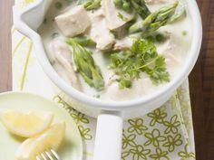 Hühnerfrikassee mit Erbsen und grünem Spargel ist ein Rezept mit frischen Zutaten aus der Kategorie Hähnchen. Probieren Sie dieses und weitere Rezepte von EAT SMARTER!