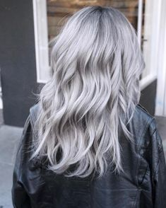Icy Silver Hair Transformation Is the Coolest Trend - Couleur Cheveux 01 Grey Hair Wig, Silver Blonde Hair, Icy Blonde, Hair Color Gray Silver, Grey Platinum Hair, Grey Hair Colors, Emo Hair, Gray Color, Curly Hair Styles