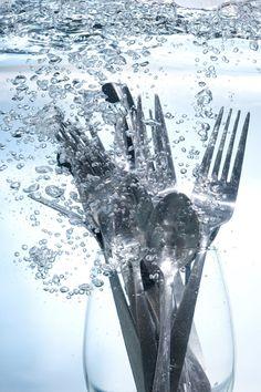 La recette du liquide de rinçage lave-vaisselle naturel, biodégradable et non toxique.