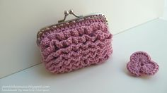 Lot's of cute crochet purse ideas Crochet Handbags, Crochet Purses, Crochet Bags, Crochet Ideas, Cute Crochet, Knit Crochet, Frame Purse, Craft Bags, Change Purse