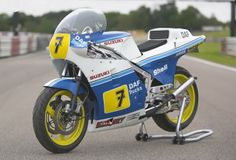 Barry Sheene #7 Suzuki Truck Shells, Suzuki Gsx, Racing Motorcycles, Love Car, Motogp, Grand Prix, Motorbikes, Trucks, Cyberpunk