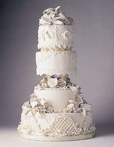 Bird House Diaries: Tips and Tricks: Home-Based Wedding Cake Designers Extravagant Wedding Cakes, Amazing Wedding Cakes, White Wedding Cakes, Amazing Cakes, Royal Cakes, Gorgeous Cakes, Pretty Cakes, Wedding Expenses, Wedding Cake Inspiration