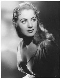 Golden Age Of Hollywood, Vintage Hollywood, Hollywood Glamour, Hollywood Stars, Hollywood Actresses, Classic Hollywood, Classic Actresses, Female Actresses, Beautiful Actresses