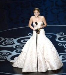 Jennifer Lawrence Oscar removes 2013