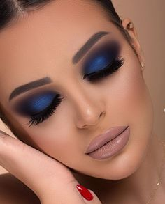 10 Awesome Blue Eye Makeup Ideas To Try – Page 8 of 11 - Schönheit von Make-up Makeup Inspo, Makeup Inspiration, Makeup Tips, Beauty Makeup, Makeup Ideas, Makeup Hacks, Makeup Products, Blue Eye Makeup, Smokey Eye Makeup