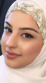 Smile girl pictures and quotes Beautiful Hijab Girl, Beautiful Muslim Women, Beautiful Girl Photo, Gorgeous Women, Arab Girls Hijab, Girl Hijab, Muslim Girls, Muslim Beauty, Girl Pictures
