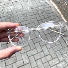 Glasses Frame With Clear Lens For Women blue light cancelling glasses kids glasses online hilary duff eyewear helium glasses Glasses Frames Trendy, Cool Glasses, New Glasses, Fake Glasses, Stylish Glasses For Women, Transparent Glasses Frames, Vintage Glasses Frames, Glasses Style, Glasses Trends