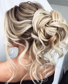 Are you wanting a beautiful soft messy updo hairstyle for your wedding day?  We adore these chic and effortless updos which give the effect of cascading  curls or waves that are pinned up. These hairstyles all have a lived in  appearance and would flatter anyone!  These gorgeous messy updos are #messyUpdos
